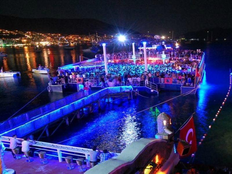 5. «Катамаран» в Бодруме Пожалуй, это самая удивительная в мире дискотека с очень экзотичным танцпол