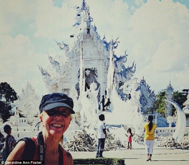 Джеральдин у храма Ват Ронг Кхун, или Белого храма, в Таиланде. Несколько недель каждый год я провож