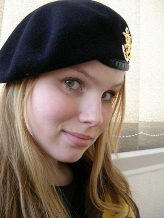 Девушки в Вооруженных силах разных стран (47 фото)