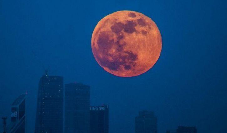 Суперлуние 14ноября 2016: фото самой яркой Луны появляются вweb-сети интернет