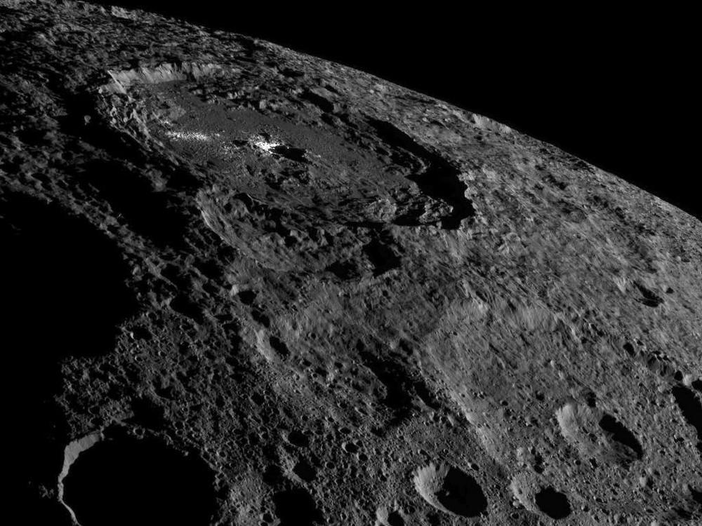 НАСА опубликовало необычные фото миниатюрной планеты Церера