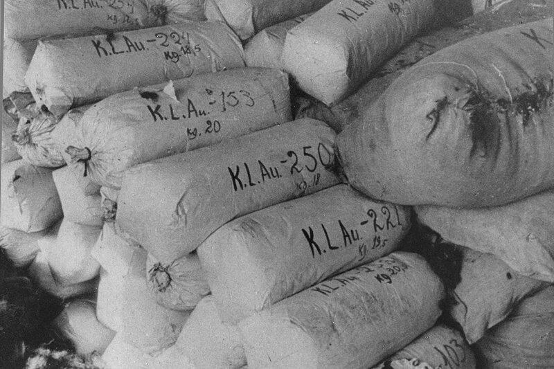 Тюки с волосами женщин, убитых в концентрационном лагере Аушвиц