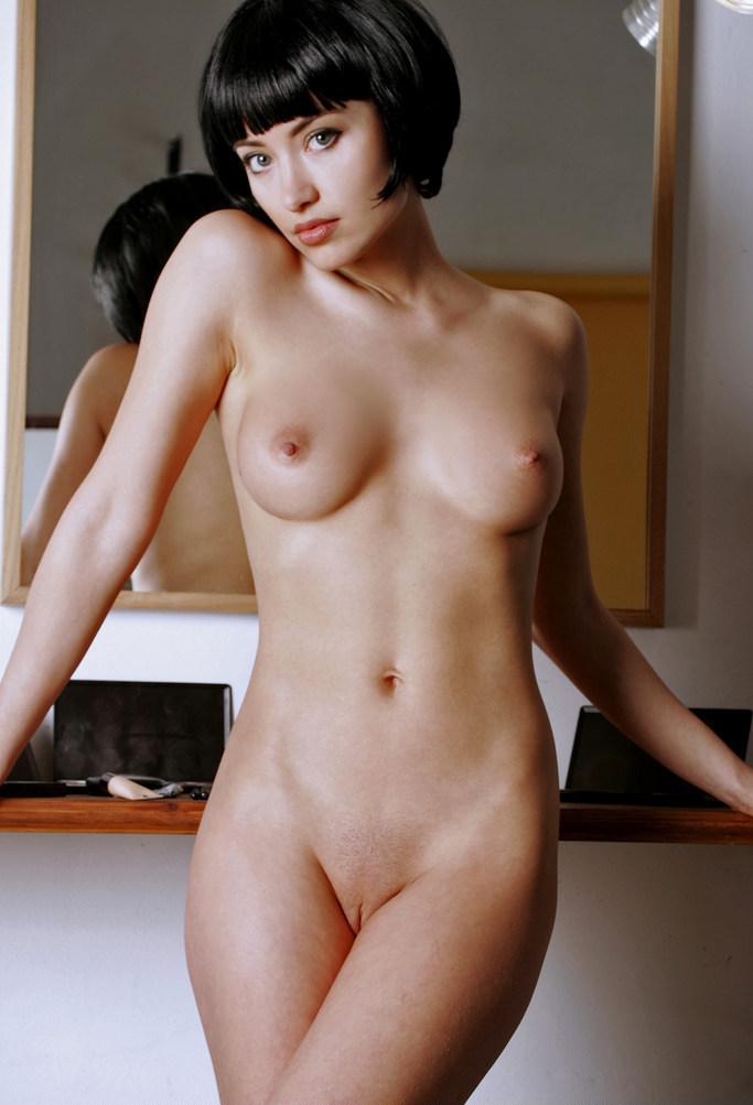 Девушка с короткими волосами эро фото