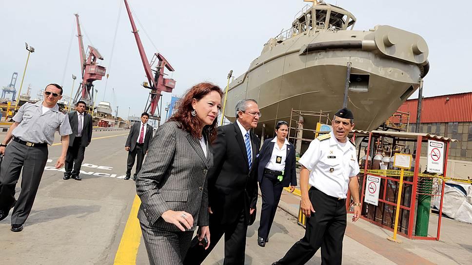 Мария Фернанда Эспиноза вступила в должность министра обороны Эквадора 28 ноября 2012 года