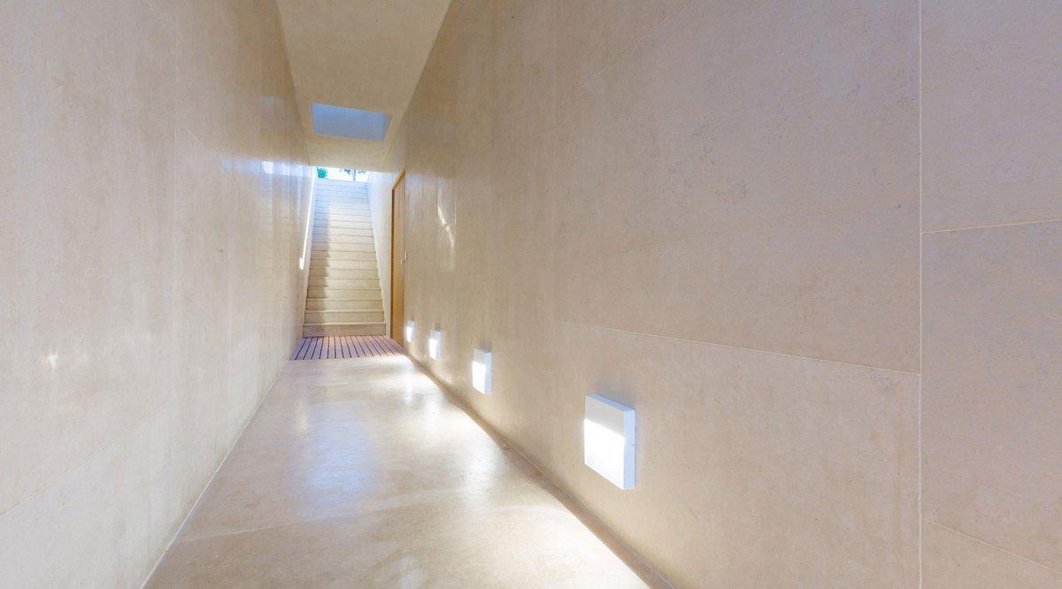подсветка длинного коридора