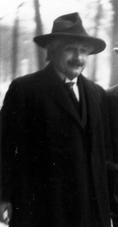 Niels_Bohr_Albert_Einstein2_by_Ehrenfest.jpg
