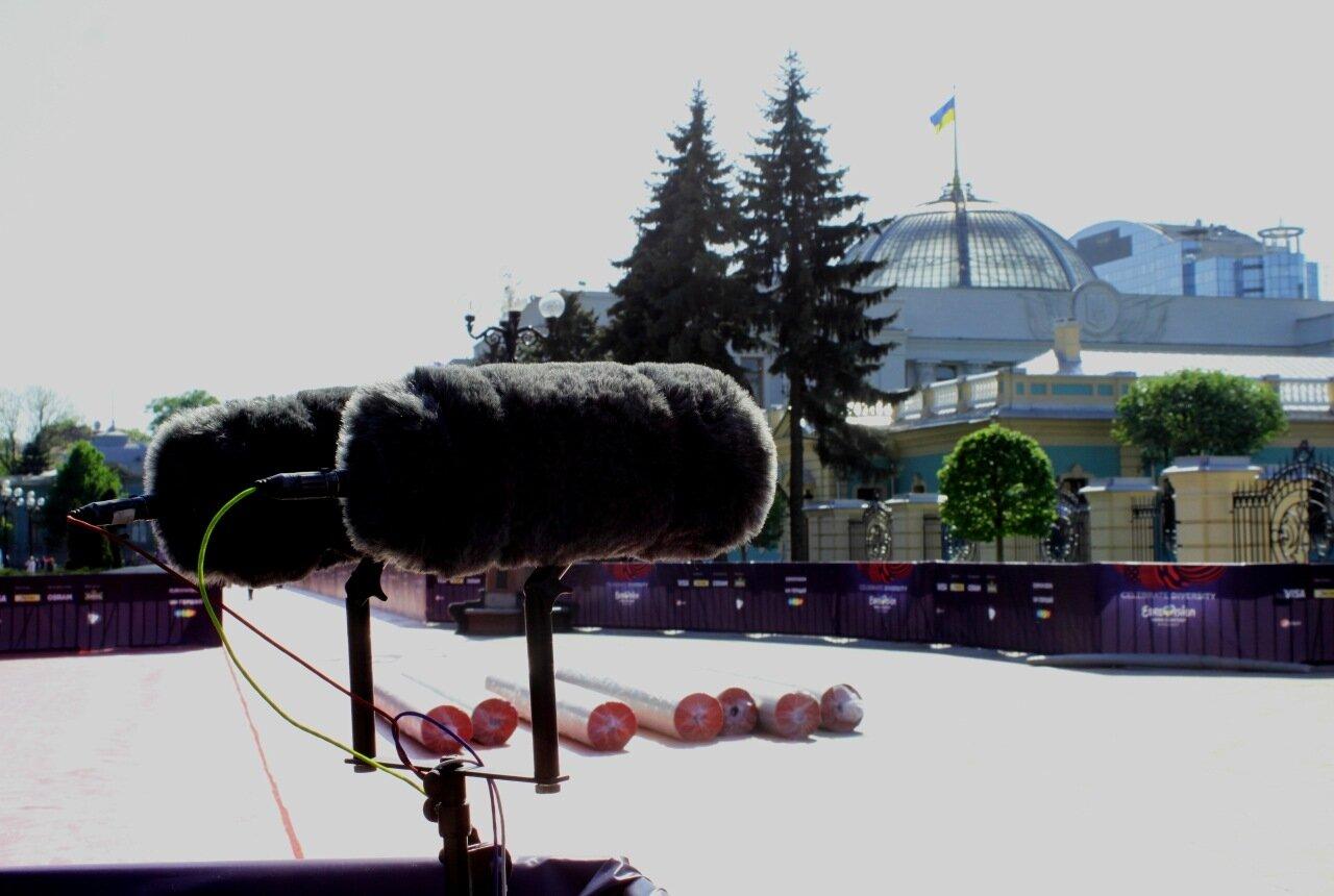 Микрофоны на площади Конституции