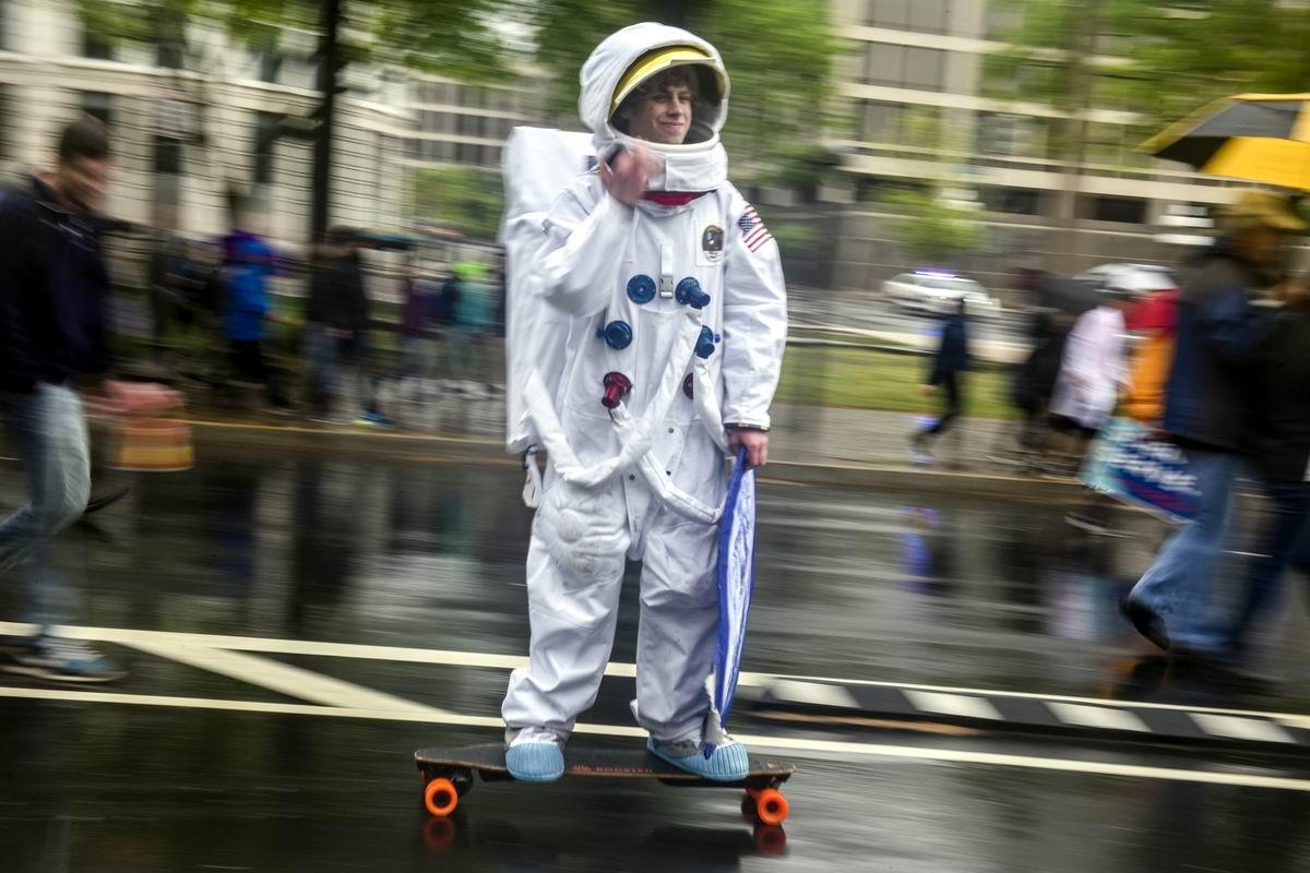 Отправляюсь в полет до Луны на скейте: Американский астронавт