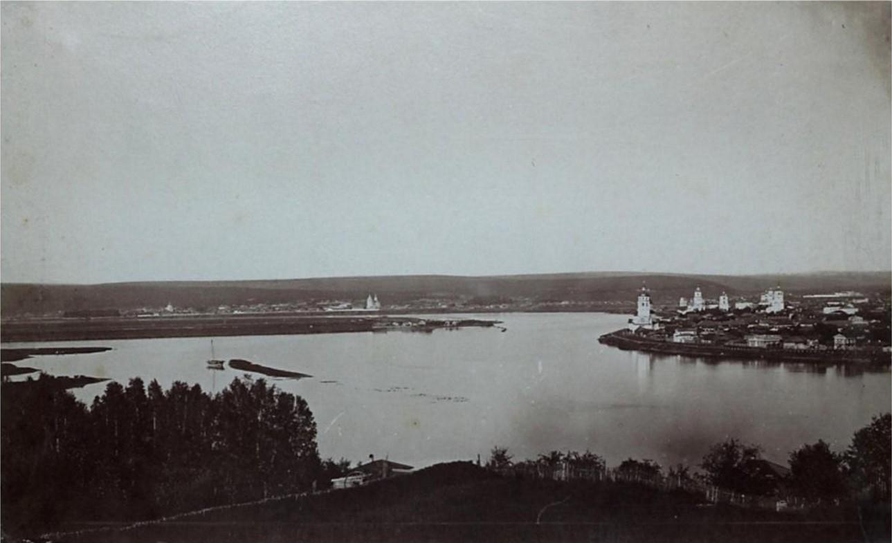 Панорама города из Глазково. Южные кварталы, набережная от Московских ворот до Чудотворской церкви, остров Любви