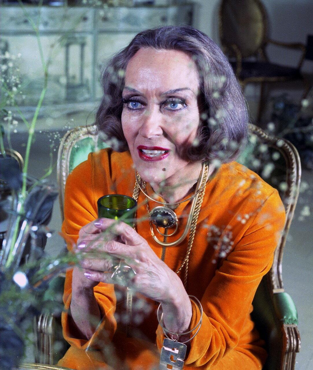 Глория Свенсон (1972)