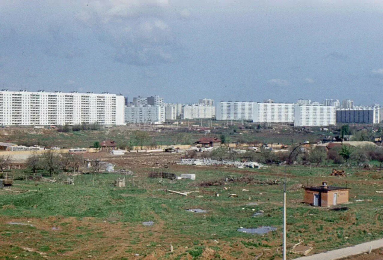 1974. Вид из дома 1-1 по Россошанской улице