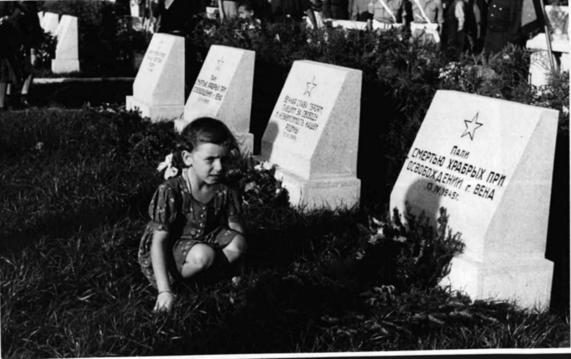 1946. Могилы советских воинов на Центральном кладбище Вены
