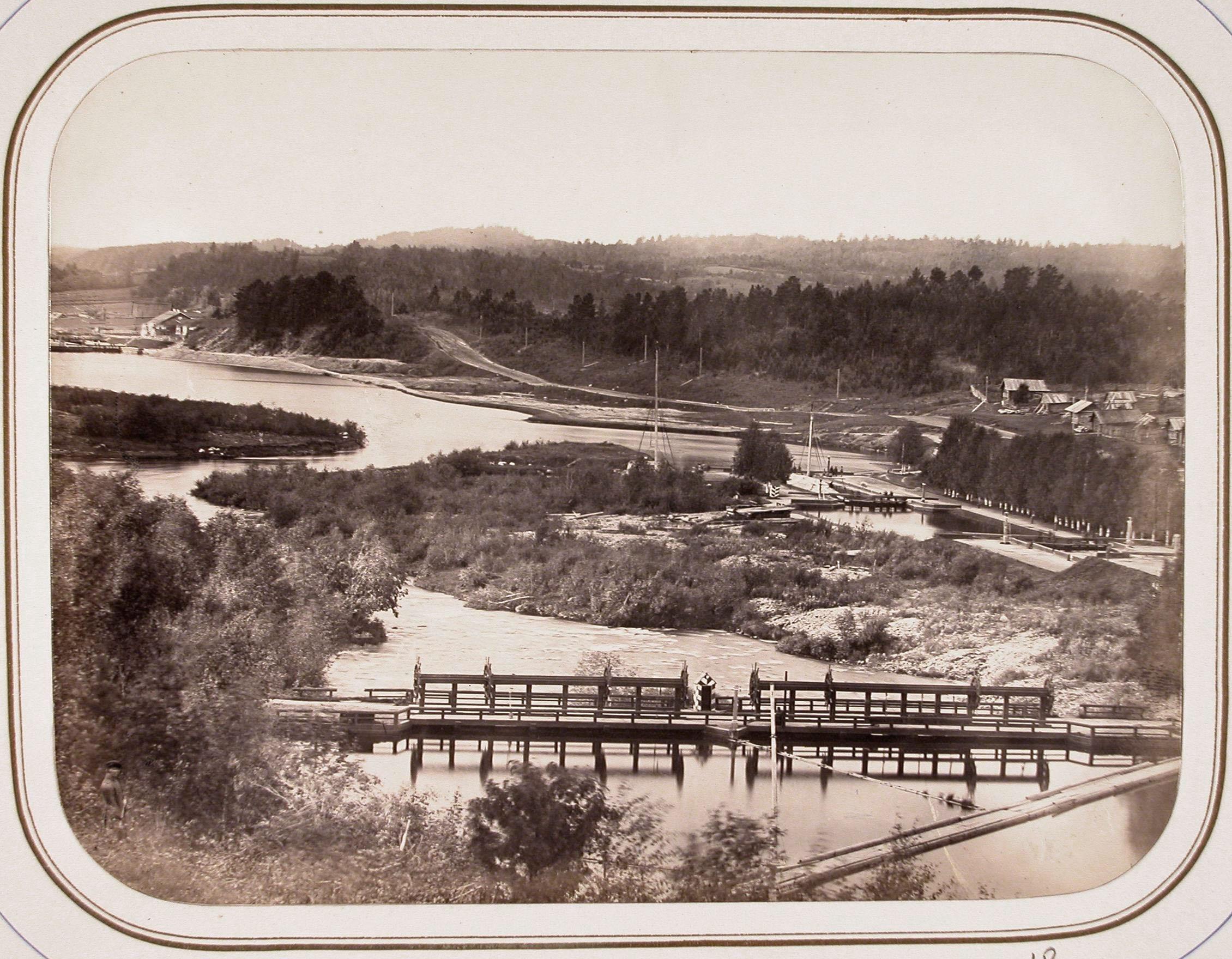 Вид на один из мостов через реку Вытегру