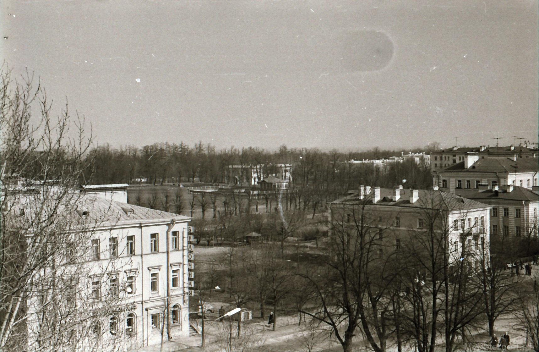 1970-е. Вид с Петропавловского собора на Красный пруд