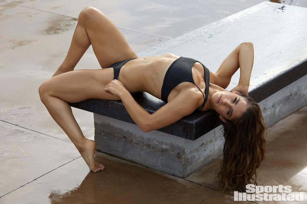 Александра Райсман в купальниках