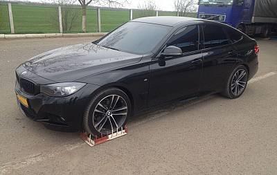Угнанный в Нидерландах автомобиль выявлен при погранконтроле на Львовщине. ФОТО