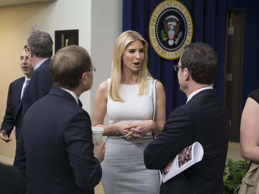 Иванка Трамп в Белом доме 4.04.17.png