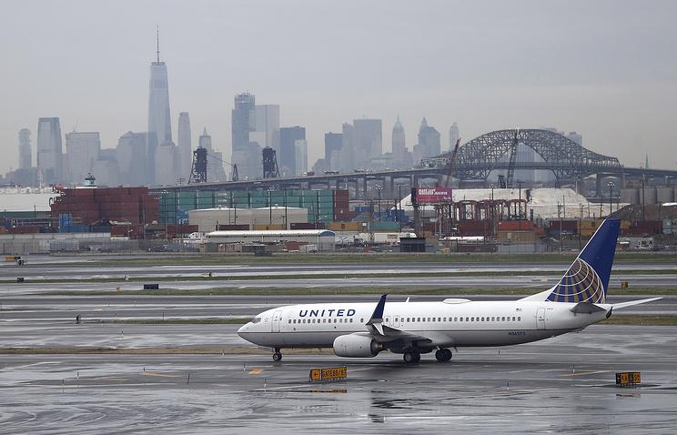 Серия скандалов спассажирами ударила покарьере главы United Airlines