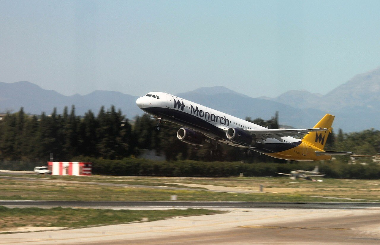 Аэропорт Малага-Коста-дель-Соль. Monarch Airlines A321