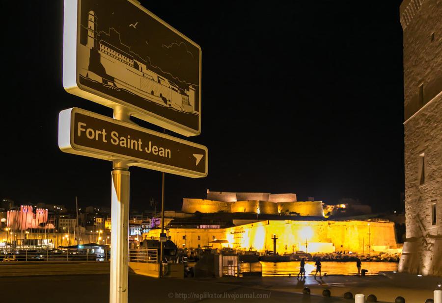 25. — Бабуля, как пройти в форт Сан Жуан? — Нашёл время! Три часа ночи!! Зато вежливые французские у