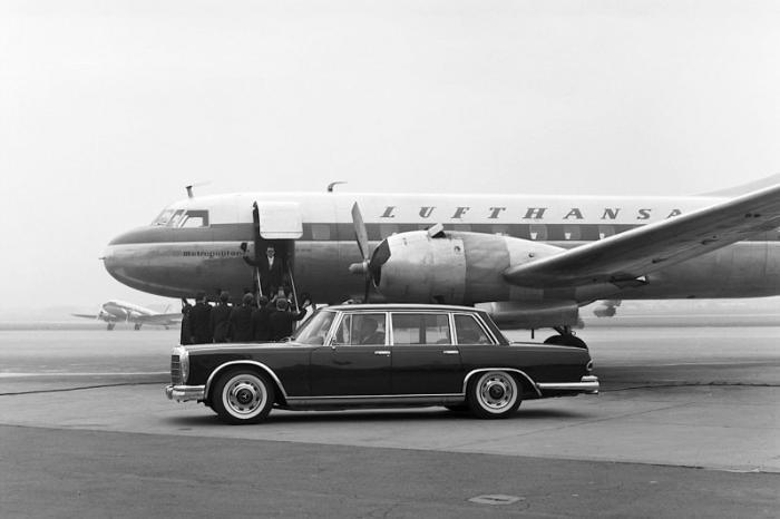 Первоначально автомобиль имел астрономический спрос, что растянуло заказы на несколько лет. Как и пр
