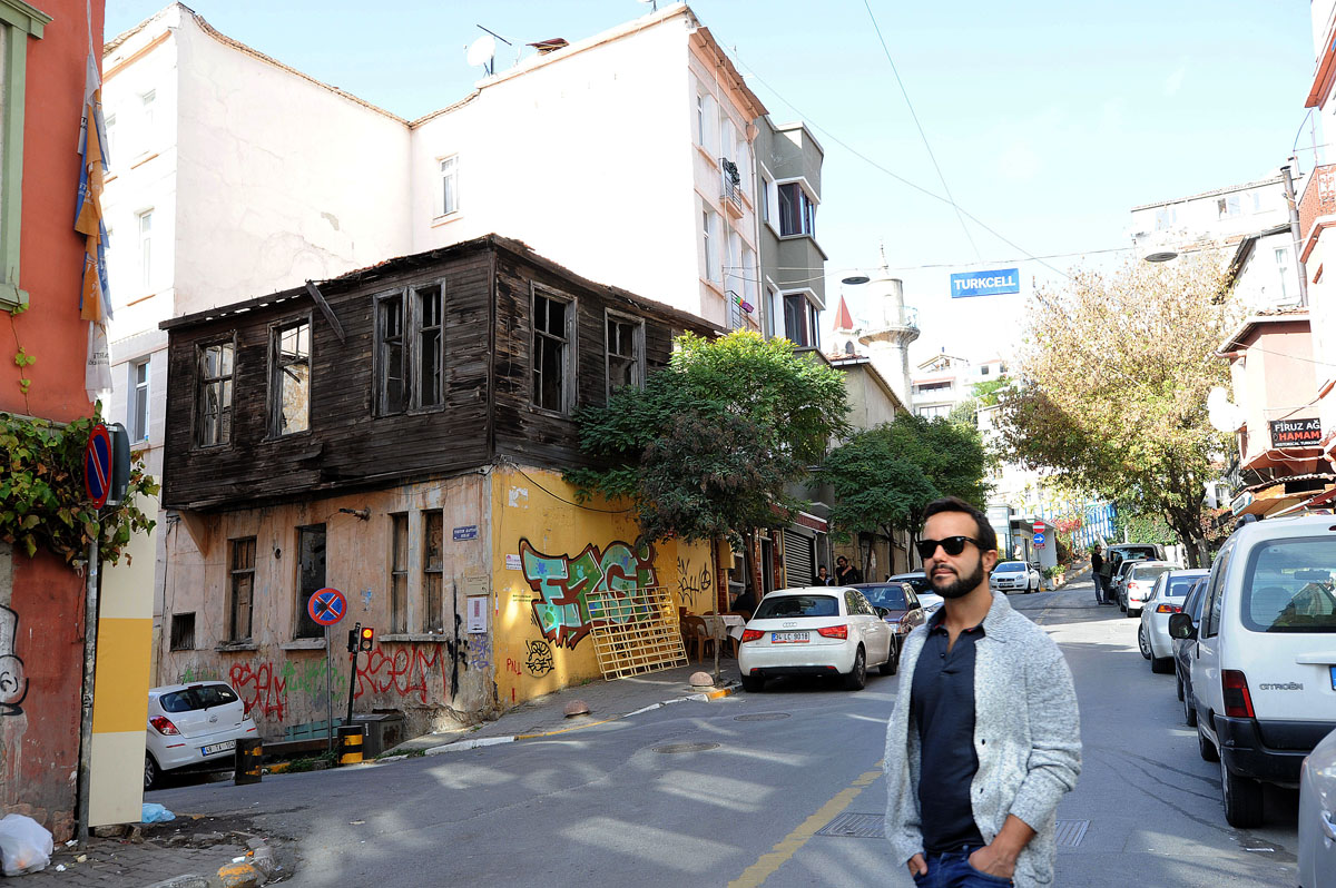 20. Без старых деревянных домов Стамбул не был бы Стамбулом. Но у многих владельцев домов, как и у г