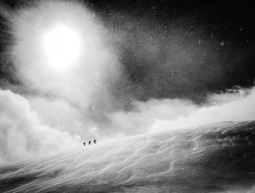 13. Летающий сноубордист в швейцарских Альпах. (Фото Vernon Deck | Red Bull Illume):