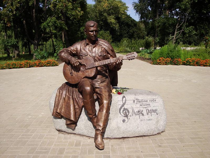 ВНежине украли монумент известному советскому артисту