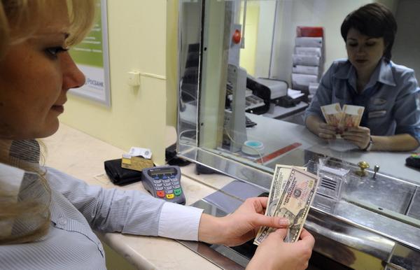 Украинцы весной продали валюты на $356 млн больше, чем приобрели