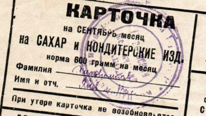 Малоимущим россиянам будут выдавать 10 тысяч руб. напродукты