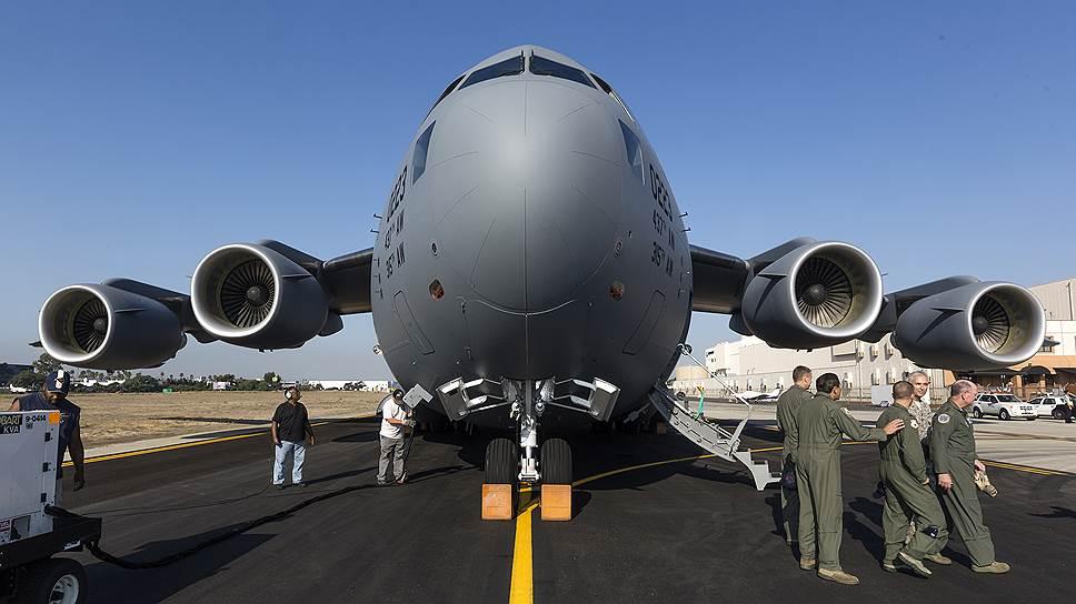 Стратегический военно-транспортный самолет Boeing C-17 Globemaster III