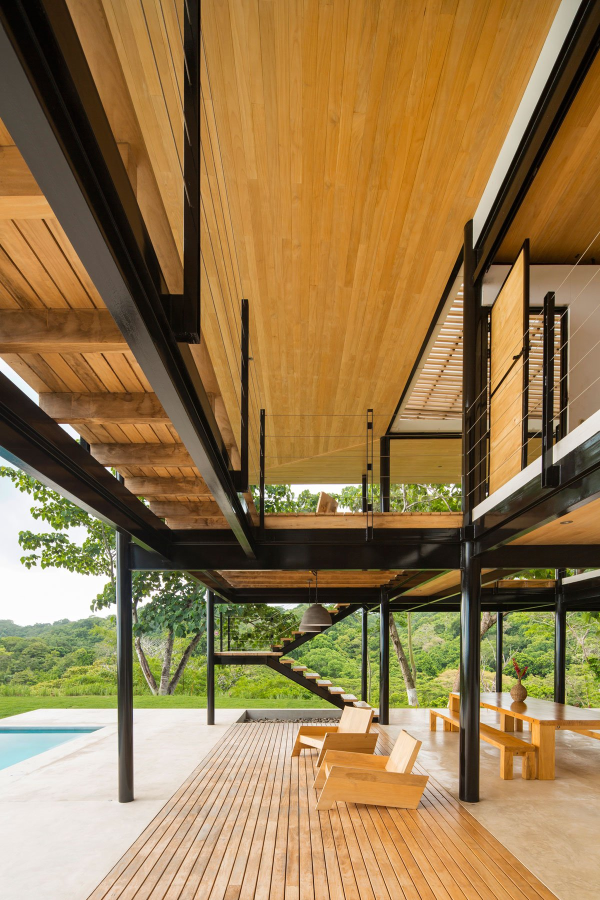 Отделка фасада частного дома деревом