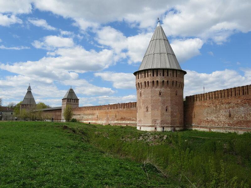 Юго-восточная стена. Башни Долгочевская, Зимбулка и Никольские ворота