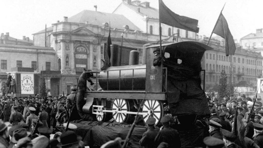 Празднование 1 Мая в 1918-м году. Александра Дорна.jpg