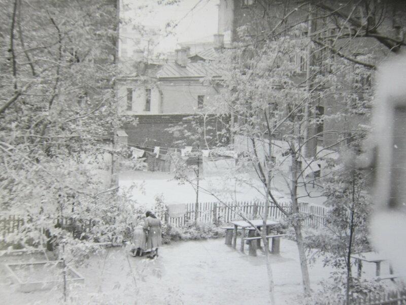 621593 Москва, Большая Якиманка, садик во дворе д.47.jpg
