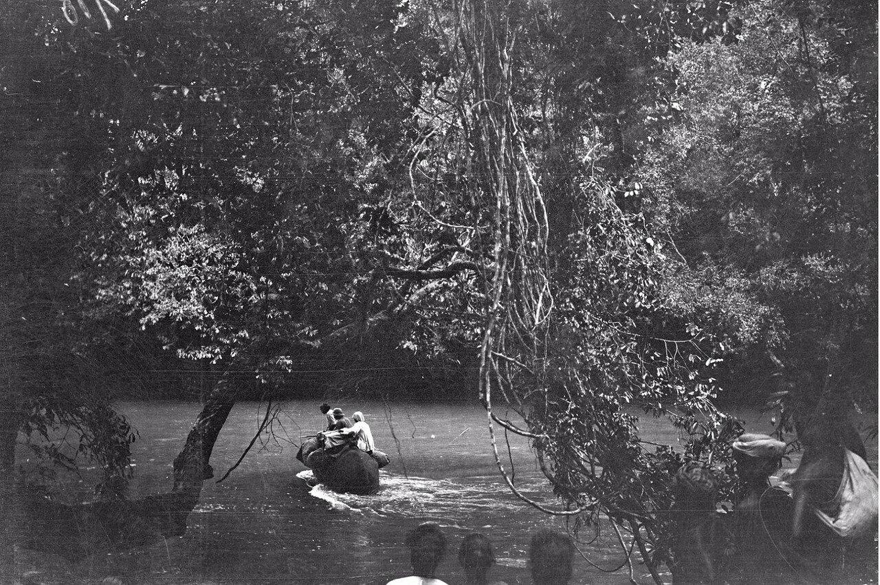111. Снова экспедиция пересекает реку
