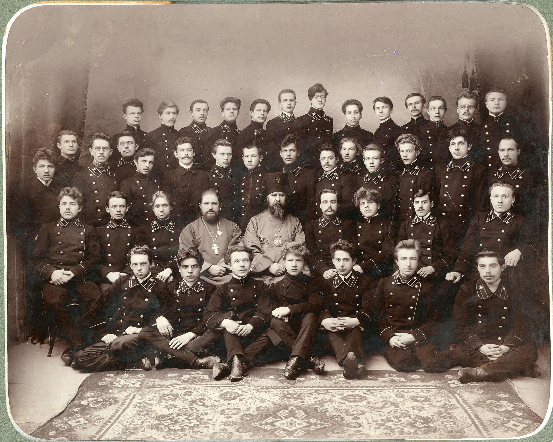 Групповой портрет членов кружка проповедников и преподавателей Владимирской духовной семинарии