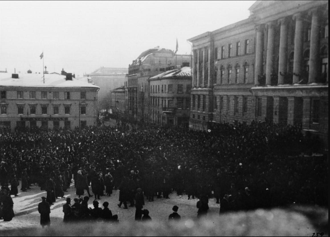 Адмирал Максимов выступает перед студентами университета в Гельсингфорсе. 21.03.1917