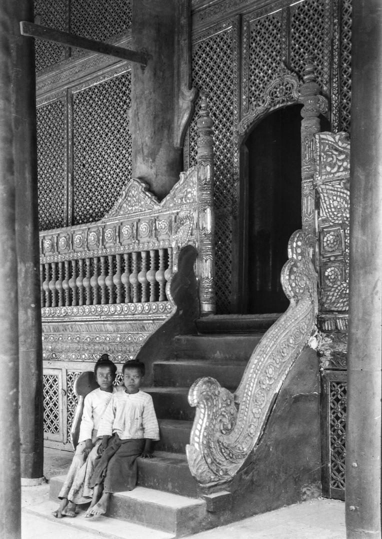 850. Мандалай. Королевский дворец. На территории дворца