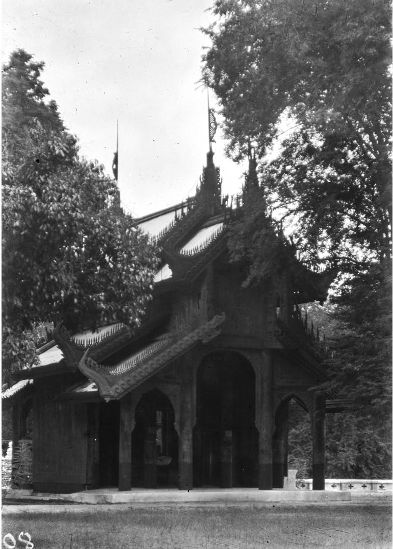853. Мандалай. Королевский дворец. На территории дворца