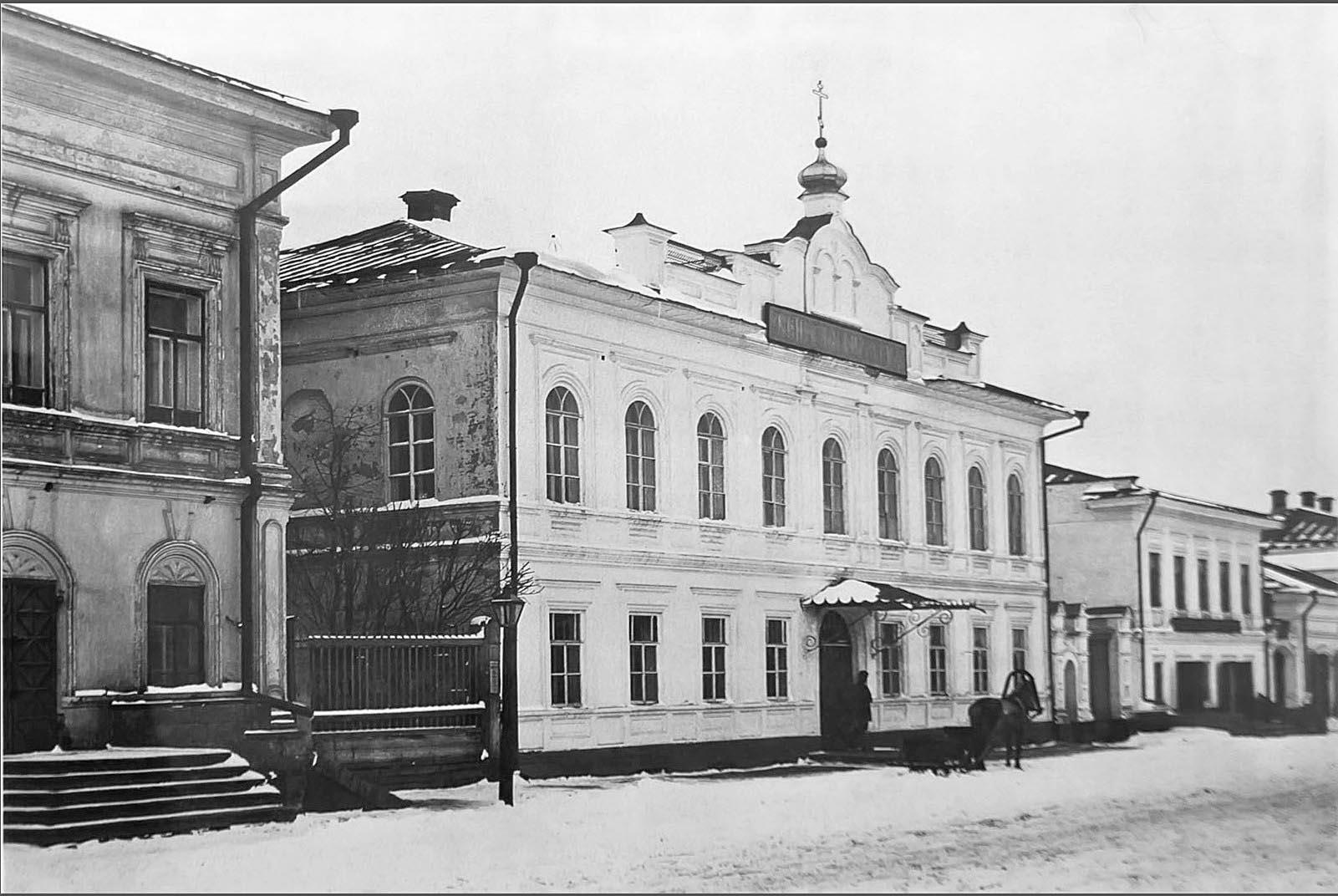 Казанская улица в Елабуге, вид на зд. Женского и Уездного училищ