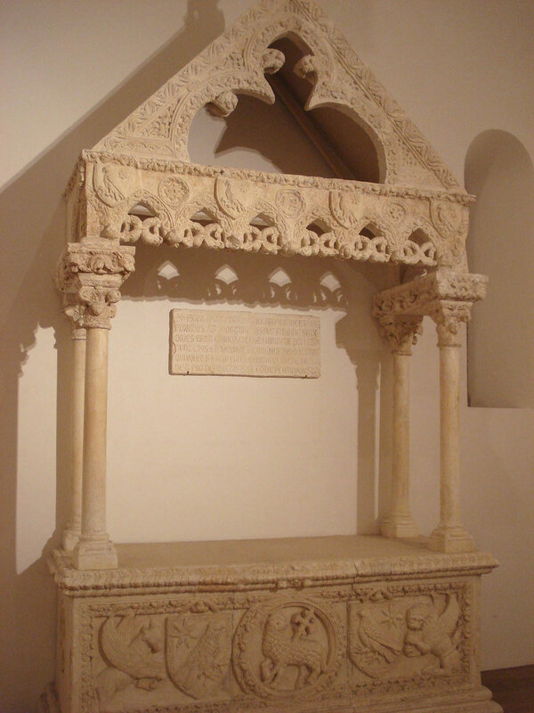 026-Бишелье-гробница Рикардо Фальконе (музей Бари).jpg