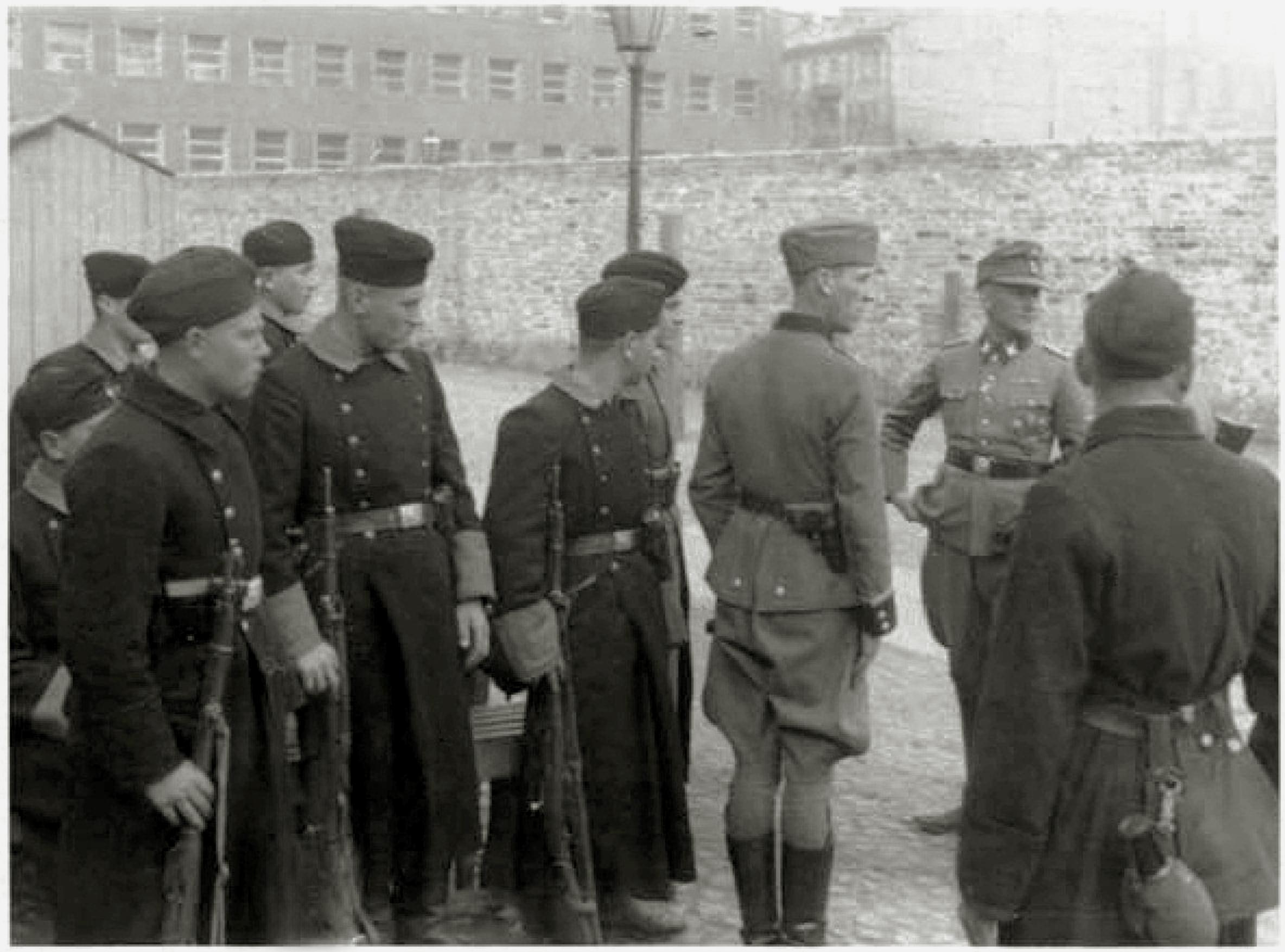Warsaw_Ghetto_Uprising_Umschlagplatz_1943_05.jpg