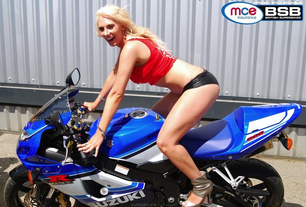 Горячие девушки и мотоциклы