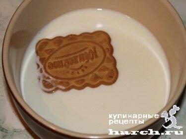 Торт «Семейный» без выпечки из печенья с творогом