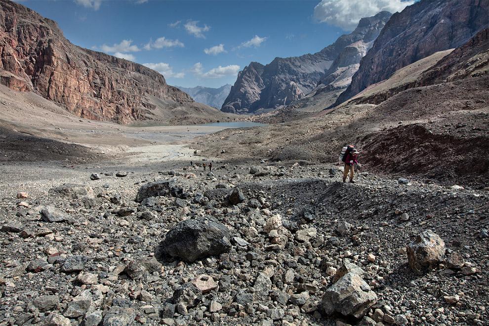 34. С утра устроили полудневку. Отсыпаемся и отдыхаем. Вид с перевала Чимтарга (4 700м).