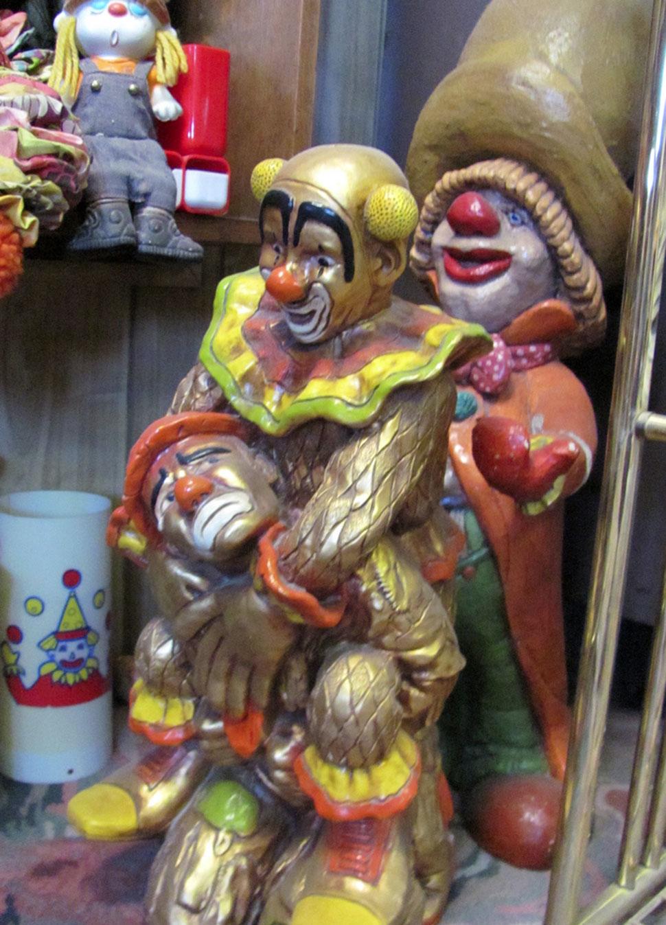 Clown Motel не появился сам по себе изначально как мотель. Все началось с коллекции клоунов. В 1993