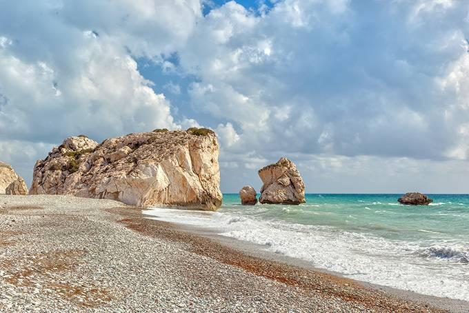 8. Перенестись в средневековье в Кирении Вход в гавань Кирении — одного из самых романтичных м