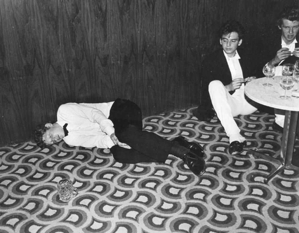 Уснувший на вечеринке, Лондон, 1985 год.
