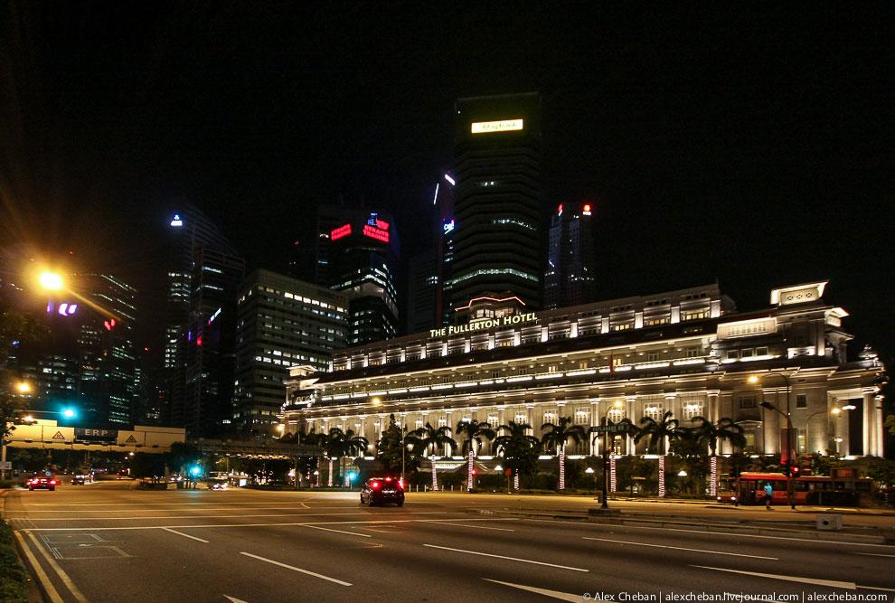 Символ Сингапура — мифический персонаж Мерлайон («полурыба-полулев»):